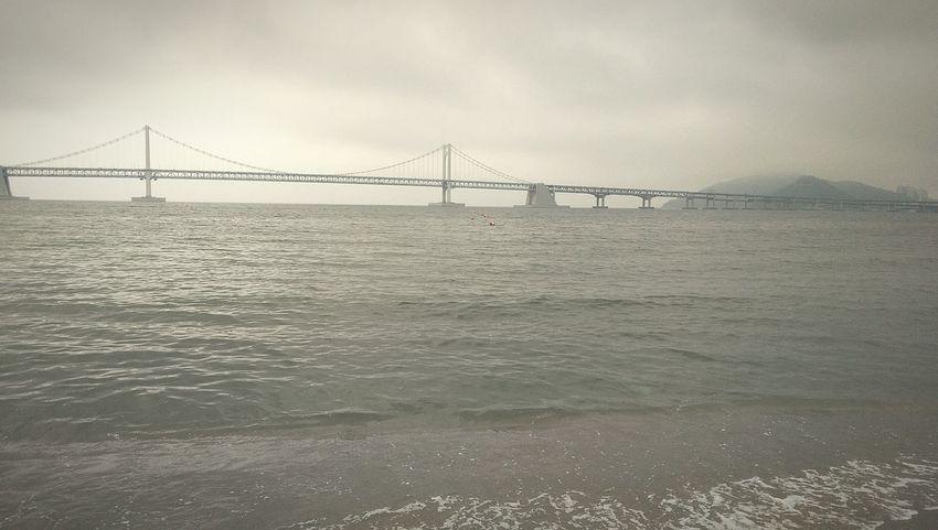 陰天的廣安大橋 Busan Gwangan Bridge