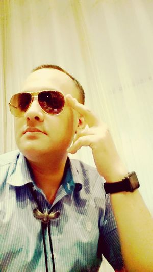 Portrait Luxury Fashion Looking At Camera Sunglasses Elégance Headshot Close-up