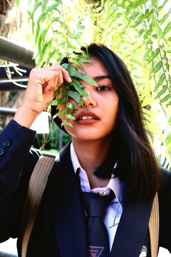 KAYENG Tree Portrait Young Women Leaf Women Business Headshot Front View Close-up Blooming Plant Life Pollen Petal Pretty Branch Natural Beauty Plant Bud Ivy Growing Flower Tree Growth Woods Creeper Cherry Blossom Vine Cosmos Flower Cactus Fragility