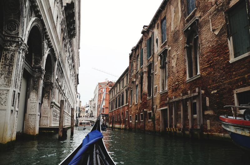 Venice Gondola - Traditional Boat Water Nautical Vessel Oar Moored Wooden Post Rowboat City Rowing Canal Gondola Boat