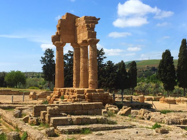 Valley Of The Temples Sicily ❤️❤️❤️ Sicily Sicilia Ancient Civilization Ancient Ancient Architecture Ancient Ruins Ancient City Ruins Temple Temples Agrigento Agrigento Sicily Worship Place Of Worship Achitecture