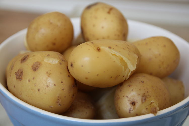 Close-up of boiled potatoes in bowl