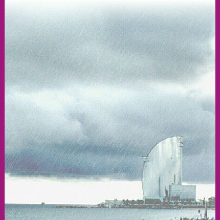 arriba el divendres i plou..en fi, feliç dia!! Eyembarcelona Eyem Best Shots Landscape Rainday