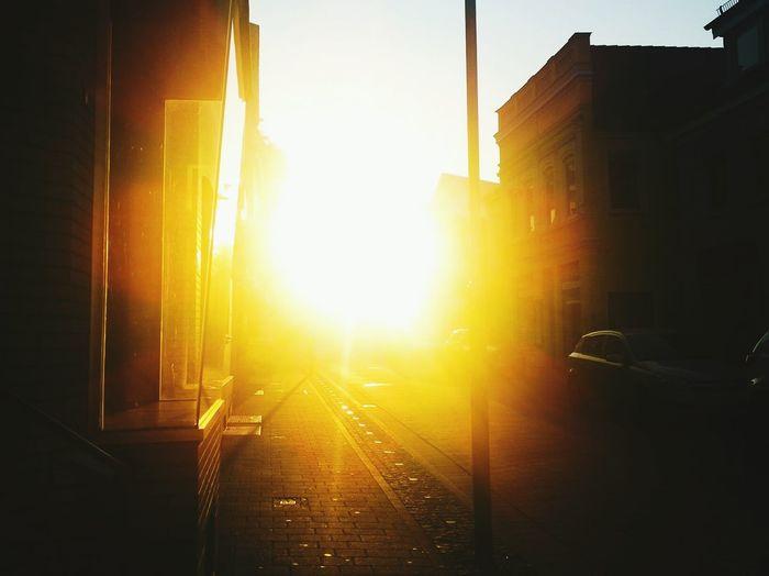 Sunrise Sonnenaufgang Kleinstadt Straße