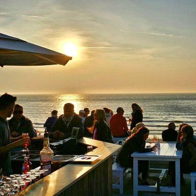 Sonnenuntergang in der Milchbar auf der Insel Norderney zum Relax Abend mit Blank & Jones. Alles zu dem Reisetipp im Blog unter http://www.nakieken.de