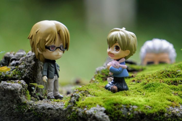 Natori and Honey chatting with Archer watching them from the back Stalker Rocks Moss Bokeh Sony A6000 Anime Natsumeyuujinchou Ouranhighschoolhostclub FateStayNight Fatestaynightunlimitedbladeworks Animefigure Toyphotographer Nature Fun Time Minifigures EyeEm Selects Child Childhood Males  Boys Happiness Togetherness Cute Human Representation Grass Close-up