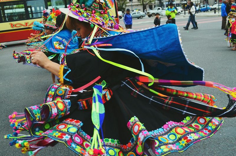 Even colours dance...Colours Of Carnival EyeEmBestPics Colour Of Life Dancing Around The World Dance Photography Bolivian Argentina Skirt Flow Aborigine  Danceperformance Crowded Street Girls Streetphotography Best Pic Awesome_shots LoveRight Moment en Buenos Aires, Argentina