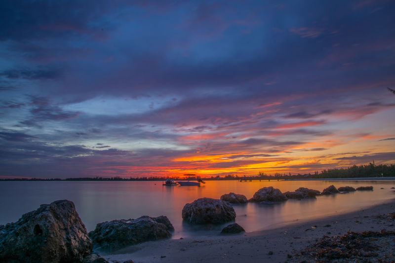 Sea Enjoying The Sunset Landscape Skyporn