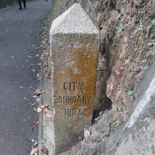 克頓道維多利亞城界石 Victoria City Boundary Stone at Hatton Road Hkig 2014 Walkathon Victoriacity boundarystone 維多利亞城 界石