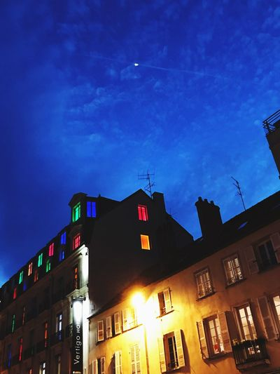 Les fenêtres Building Exterior Architecture Built Structure Sky Low Angle View Night Building Illuminated No People Nature Dusk City Window Residential District Outdoors Cloud - Sky Blue House Moon Celebration