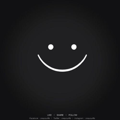 บอกตัวเองให้ยิ้มไว้ พยายามยิ้มไว้ ไม่ว่าจะยังไงยิ้ม ยิ้ม