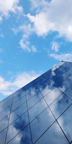 Mesmerizing reflections of the sky! Reflection Nature Photooftheday Reflections Naturephotography Photography Blue Art Blue Blueskies City Sky Cloud - Sky Architecture EyeEmNewHere