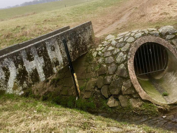 Wasserrohr Wasserzufuhr Water Outdoors Day No People Grass Drinking Fountain Well  Natur In Der Natur