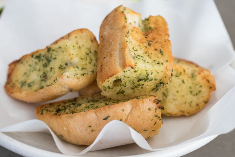 Bread Close-up Food Food And Drink Freshness Garlic Bread Healthy Eating Indoors  No People Plate Ready-to-eat Serving Size SLICE