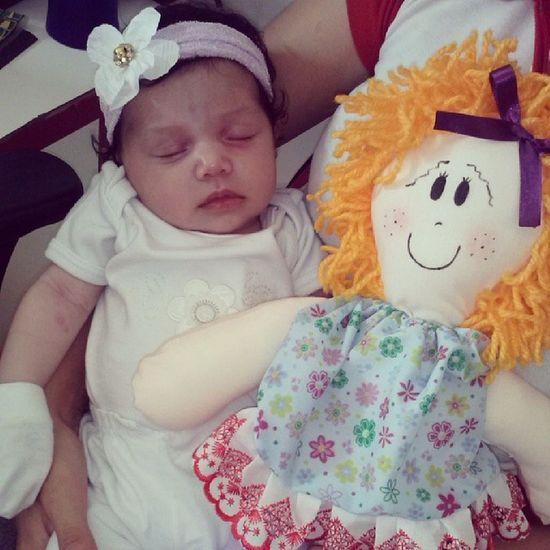 E a princesa mais linda ganhou a primeira de muitas bonecasNath áliaPrincesa mais queridaMais lindaMaisamada *----* <3