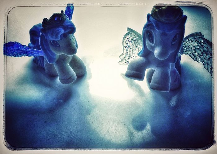 Human Representation No People Blue Sculpture Indoors  Close-up Statue Day Daughter Play Love ♥ Silhouette Reflection Iphonephotography Blödsinnimkopf