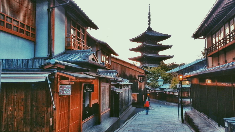 Ultimate Japan Kyoto Japan Japan Photography Alley Travel Destinations PhonePhotography Yasaka-no-to Houkanji Temple Sunset Vscocam VSCO Filter Samsungnote4 Traditional Japan
