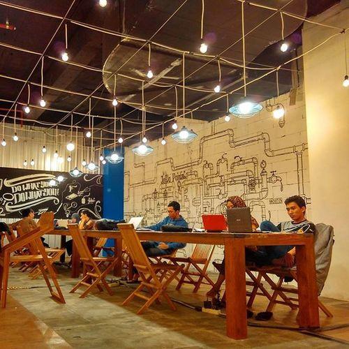 Lippo Plaza Jogja(LPJ)kembali menunjukkan orisinalitasnya, dengan meluncurkan 'Smart Lounge'diMaret 2016,yaitu sebuah sarana yang akan mengakomodir pengunjung, khususnya para pelajar dan mahasiswa untuk berkumpul, belajar, bermain dan berkarya, dan tertuang dalam slogan Smart Lounge,Meet-Study-Play-Art. Di saat mereka jenuh dengan tempat belajar yang standar seperti di kampus, rumah, kost, mereka bisa datang keSmart Lounge, area berkumpul alternatif bagi anak muda yang lebih rileks, fresh dan menyenangkan. Smart Loungeyang terletak di lantai UG ini, mempunyai fasilitas lengkap seperti Comfort Zone, ruang tunggu yang bisa digunakan untuk belajar dan berdiskusi,High Speed Wi-fi,Mini Library, Dikutip : http://www.lippomalls-development.com/news/detail/458 Nongkrongasikjogja Nongkrongasik Jogjakarta Jogja Lippoplaza Lippoplazajogja