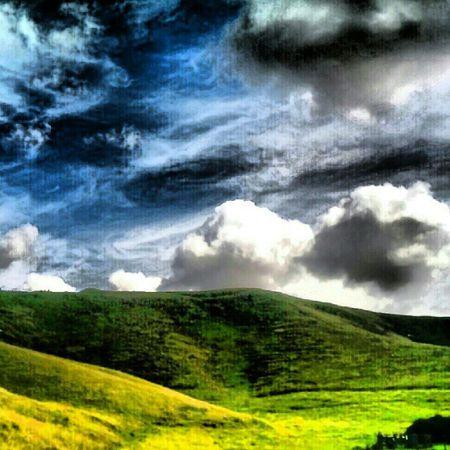 'Wispy' Cherill Devizes Wiltshire England Hills Scenery Cloudporn skyporn skypainters Skymob instahub instagrampolis instamob Igers Tagstagram picoftheday bestoftheday Primeshots