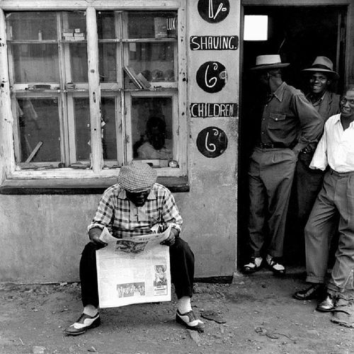 Photo taken in Sophiatown, South Africa c.1950. During the time, Sophiatown was a cauldron for the establishment of a racially integrated society during the oppressive apartheid regime. Not to mention an oasis of the arts, fashion, and progressive thinking.. Amadlozi were on point with the cotton though, yessus! :'D Sophiatown 1950s Southafrica Johannesburg Africa History knowyourhistory knowledge Culture swag vintage oldschool OGs igphotography apartheid freedom blackpeople