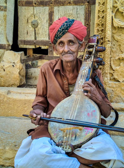 Musician Portrait Musical Instrument Looking At Camera Playing Senior Adult Holding Turban Working Multi Colored Musical Instrument String Musical Equipment Street Musician Ukelele Classical Guitar Guitarist Traditional Dancing Entertainment Occupation Street Performer Violin String Instrument HUAWEI Photo Award: After Dark #urbanana: The Urban Playground Be Brave Holiday Moments The Art Of Street Photography