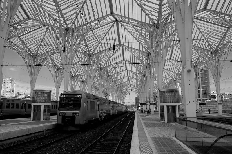 Transportation Railroad Track Train Station Architecture City Mode Of Transport Public Transportation Eyeemportugal FUJIFILM X-T10 The Architect - 2017 EyeEm Awards Black And White Friday
