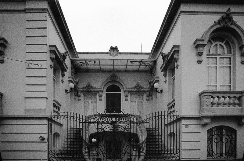 Architecture Façade Querétaro Alternative Photography Filmisnotdead Black & White 35mmfilmphotography Analogue Photography