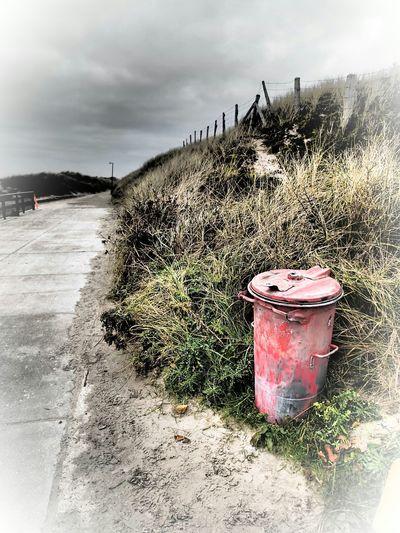 red ash tray at borkum, original shot with filter