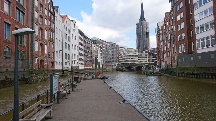 Nikolaifleet. · Hamburg Germany Hh 040 Nikolaifleet City Center Canal Channel Waterfront Altstadt Hansestadt Hanseatic Architecture Urban Landscape Cityscape Beautiful Day