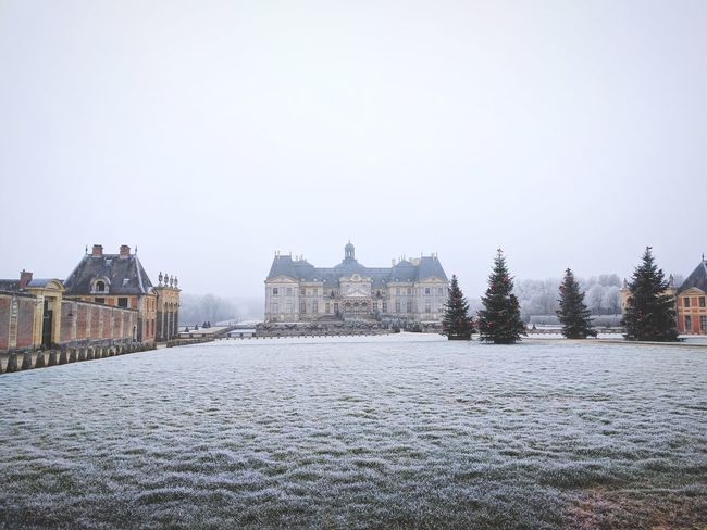 Freeze Architecture City Travel Destinations Building Exterior No People Castle Outdoors Built Structure Sky Clock Tower Day TheMinimals (less Edit Juxt Photography) Minimalism Shootermag_france Shootermag Beauty In Nature My Year My View Vaux Le Vicomte