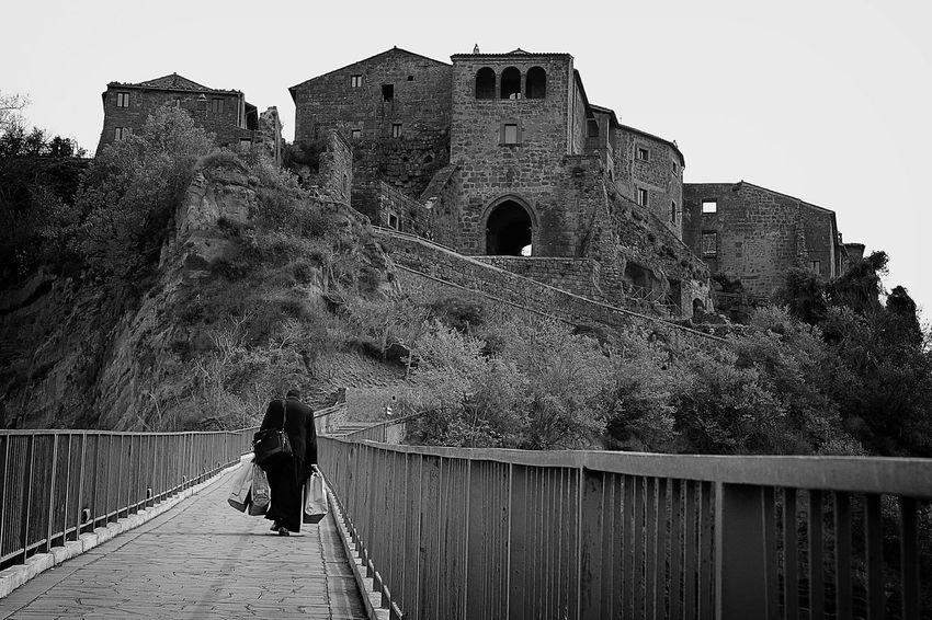 Black & White Black And White Civitabagnoregio Civita Di Bagnoregio Bagnoregio Blackandwhite Civitadibagnoregio Monochrome Sight Seeing Sightseeing B&w Street Photography The Tourist