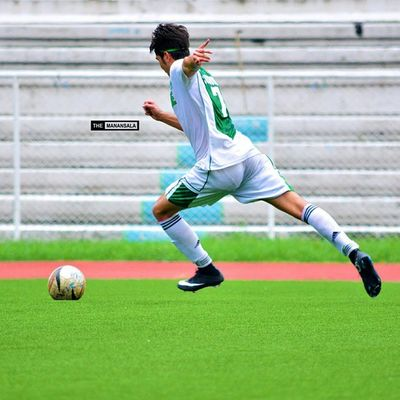 The killer free kick of Custodio that sealed a 1-nil victory for the Greenies against defending champion San Beda College. LSGH-CSB takes solo lead with 18 points ending the first round with a sweep, 6-0 and no goals conceded ⚽ ⚽ ⚽ . . . NCAA Ncaa90 Ncaaseason90 CSBvsSBC LSGH Greenies sbspotlight soccerbible juniors football bootspotting themanansala