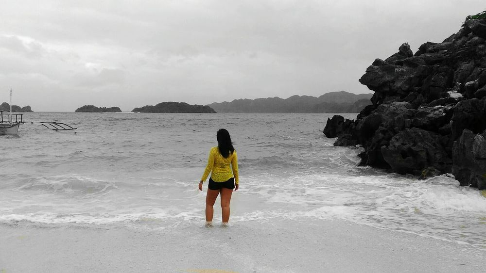 Beach Travel Destinations Rear View Sea One Woman Only Tourist One Person Outdoors Sand Vacations People Scenics Adult Only Women Sky Nature Day First Eyeem Photo CaramoanIslands Caramoan Island, Camarines Sur Caramoan Island, Philippines Caramoan2017