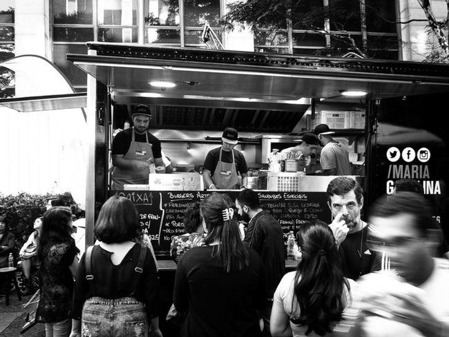 São Paulo, Brasil. 2015. ©Gustavo Mondragon ©La Calle Foto Saopaulo Streetssaopaulo Streetphotographers Latinstreetcollective Lacallefoto Latinstreetphoto Lumixg3 Av Paulista Foodtrucks