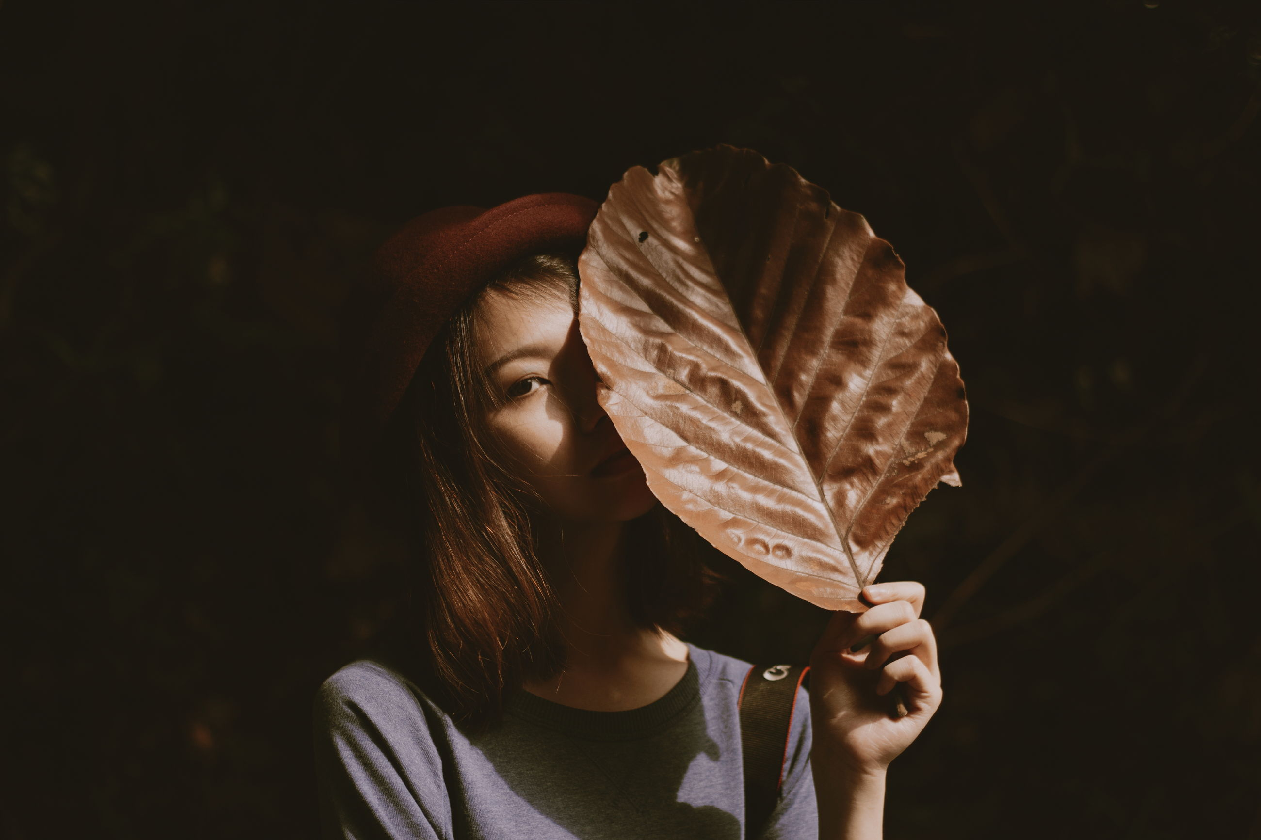 lifestyles, leaf, leisure activity, holding, close-up, person, studio shot, standing, focus on foreground, casual clothing, men, outdoors, side view, part of, leaf vein, night
