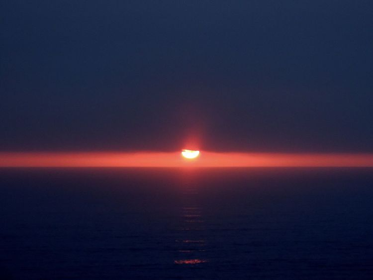Sunset Sunset_collection Sunset Lovers Sunsetphotographs Sun Through The Clouds Sunset And Sea Sun Reflection Darkness And Light Beautiful Sunset♥♥Good Evening EyeEm Horizon Over Sea Horizon On Fire Reñaca Beach , Chile