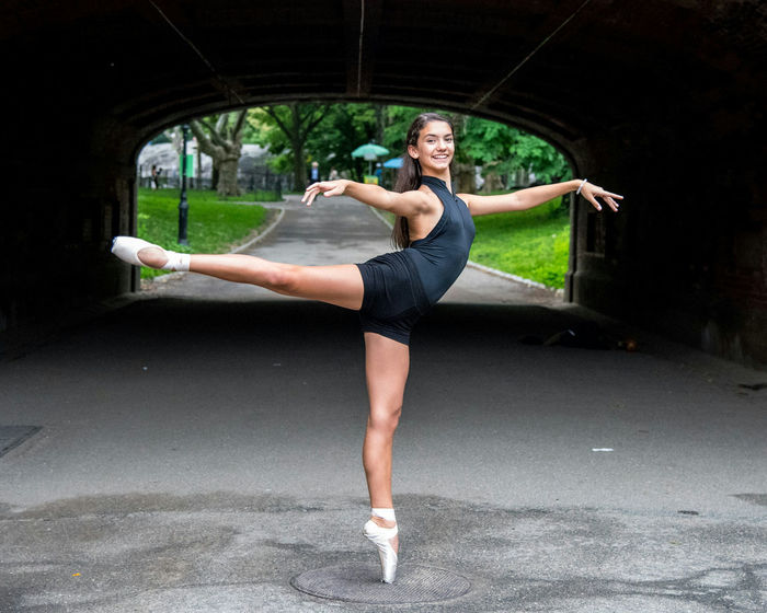Isabelle in Central Park - People Photography Manhattan Street Photography Central Park Ballet Dancer Ballerina My Daughter ❤️ Pointe Shoes Young Girl Pretty Girl Happy New York City Ballet Shoes Ballet On The Streets New York Tunnel Dancer Showcase June Fine Art Photography Portrait Portrait Of A Woman On Pointe Portrait Of A Girl Ballet Point Shoes