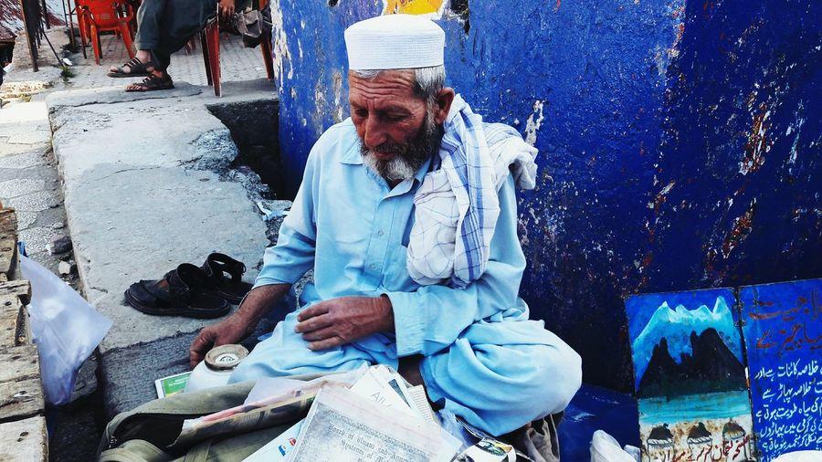 A street hawker. Open Edit Street Photography Streetphotography Colors Street Portrait Portrait VSCO EyeEm Gallery People Photography Pakistan Shootermag Color Portrait EyeEm Best Shots Market Taking Photos ASIA