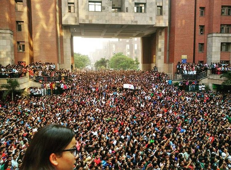 Crowd was awesome, there was literally no space to walk!! Salmankhan Amity Hblock @amitynoida