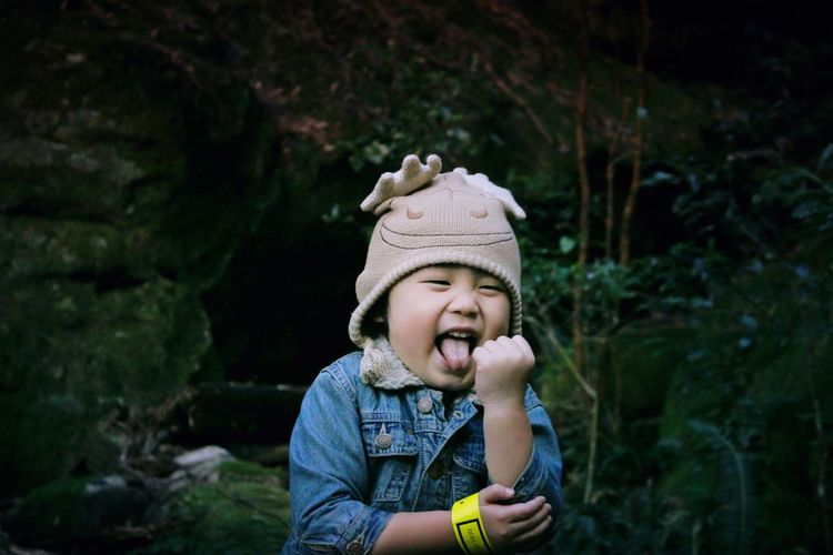 • Haka - New Zealand ancient Maori war Dance • he said he was the king of the Rock and started doing the Haka dance 😱 lol Snapshots Of Life Open Edit Kids Toddler  EyeEm Kids Young Family Family Life Haka Dance The Moment - 2015 EyeEm Awards