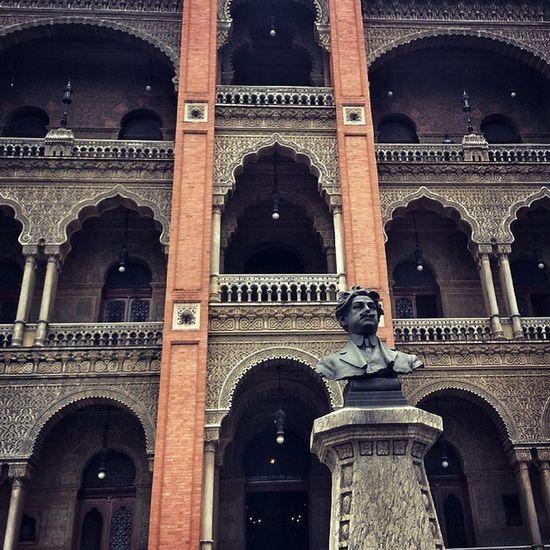 Rio365_estatuas Fiocruz BuildingPorn Buildings Mourisco Architecturelovers ArchiTexture Riodejaneiro Islamicart Moorish