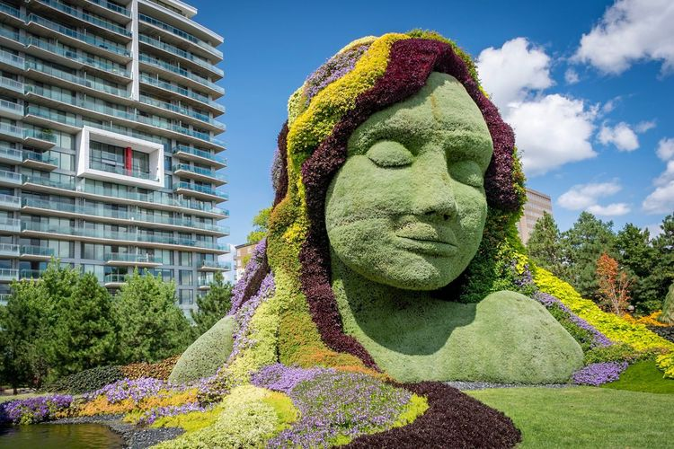 Art And Craft Statue Human Representation Green Color Sculpture Building Exterior Architecture Outdoors Day Built Structure Low Angle View Sky No People Tree Clown Close-up Canada Ottawa Parc Jacques Cartier