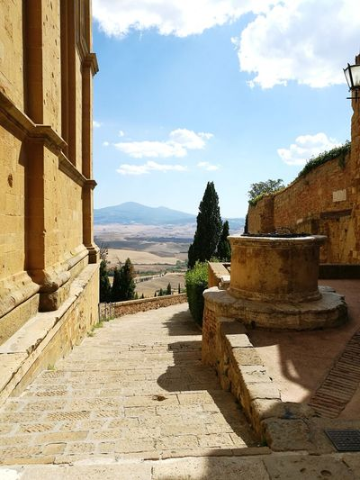 Scenics Scenic View EyeEm Best Shots EyeEm Nature Lover Exploring Horizon Landscape Tuscany Traveling Tree Sky History Building Exterior Outdoors Building Travel Destinations Sunny