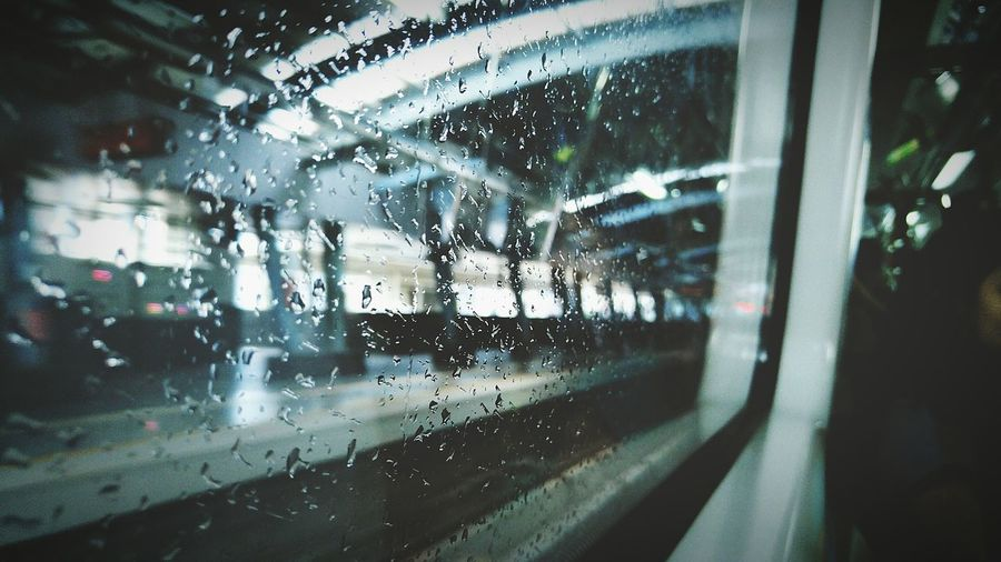 Public Transportation Notes From The Underground Capture The Moment Photos That Will Restore Your Faith In Humanity Nature Raindrops Glass Metro Open Edit Closeup