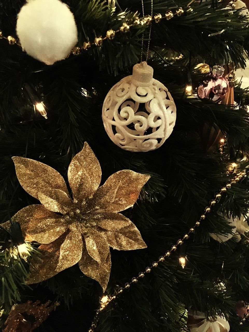 VIEW OF CHRISTMAS ORNAMENTS
