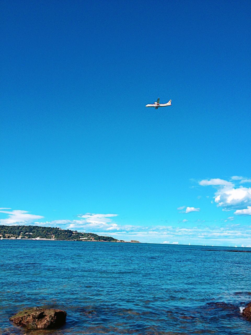 sea, blue, flying, airplane, water, transportation, day, mid-air, nature, outdoors, mode of transport, beauty in nature, scenics, tranquil scene, sky, no people, air vehicle, horizon over water, airplane wing