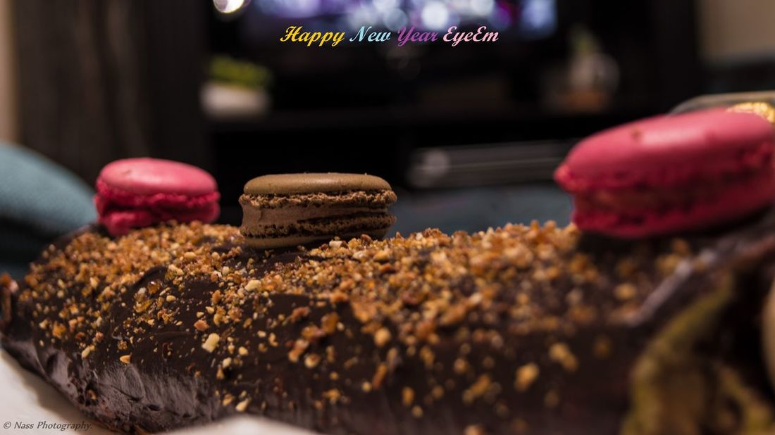 Happy new year for all my friends of EyeEm, My love, My family and my friends in Oran, Best wishes 🎉🎆🎶🎷🎼 Happy New Year 2016 Bonne Année Mon Amour Buche Good Bye 2015 Hello 2016 Eyeem Blog New Year Celebration Holiday Desserts New Year Around The World