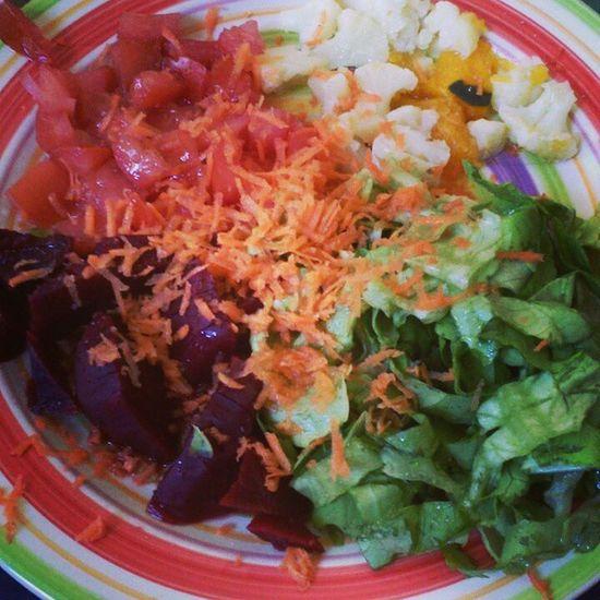 Un poco de color al día Tomates Lechuga Limon Coliflor remolacha almuerzo
