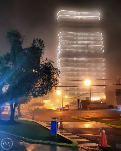 Edificio yoo #Quito #ecuador # Uio #edificio City Illuminated Tree Cityscape Car Sky Architecture Office Building Street Light Residential Structure