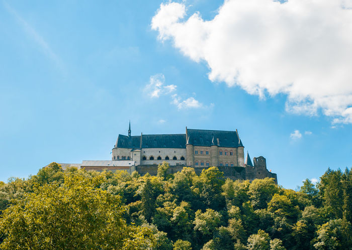Vianden Castle under a huge cloud with blue sky Castle European  Fairytale  Historical Monuments Luxembourg Luxembourg_Collection Scenic Tourist Attraction  Architecture Benelux Building Exterior Castle View  Cloud - Sky Europe Historical Historical Place Low Angle View No People Sky Sunlight Tourism Vianden Vianden Castle
